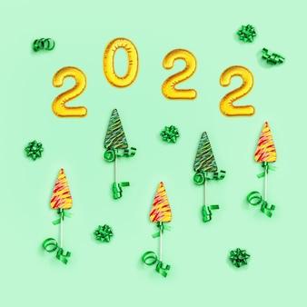 Kreatywne jasne słodycze na święta nowego roku lizaki jako choinka