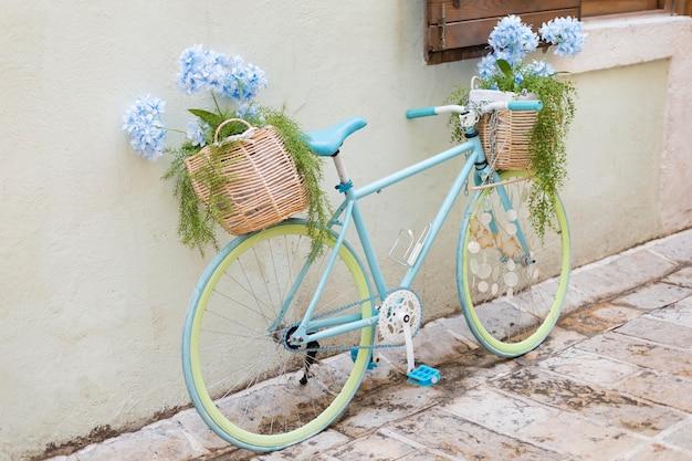 Kreatywnie wyglądający rower w czarnogórze