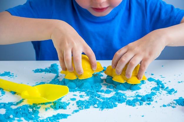 Kreatywność dzieci. kinetyczne gry z piasku do rozwoju dziecka w domu.
