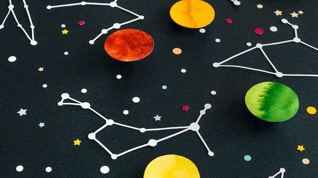 Kreatywny asortyment planet papierowych