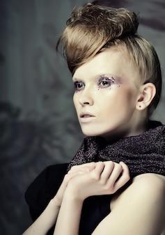 Kreatywny makijaż mody