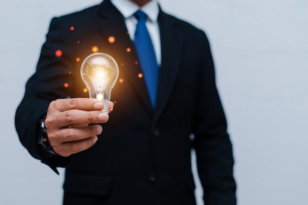 Kreatywny nowy pomysł. koncepcje innowacji, burzy mózgów, inspiracji i rozwiązań.