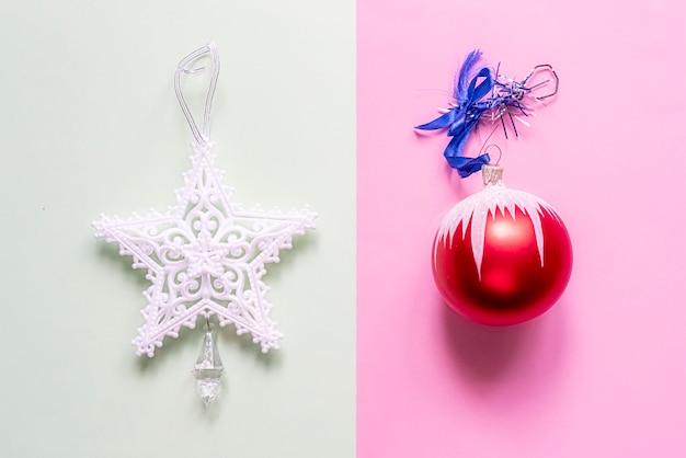 Kreatywny podwójny kolor płaski układ świątecznych dekoracji koncepcja