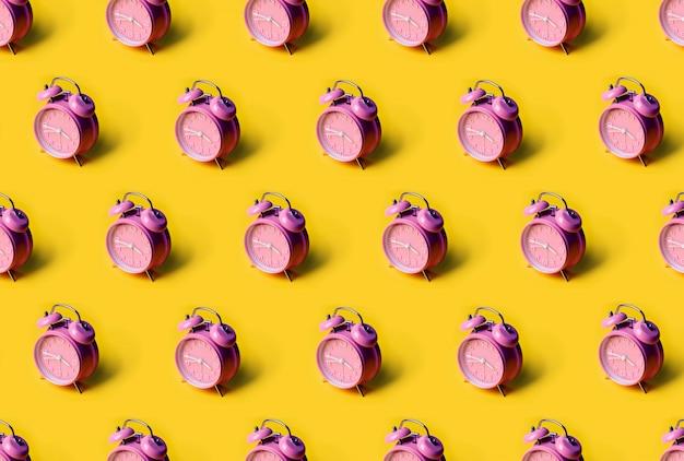 Kreatywny wzór różowy budzik. minimalna koncepcja.
