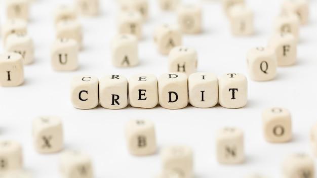 Kredyt napisany literami scrabble widok wysoki