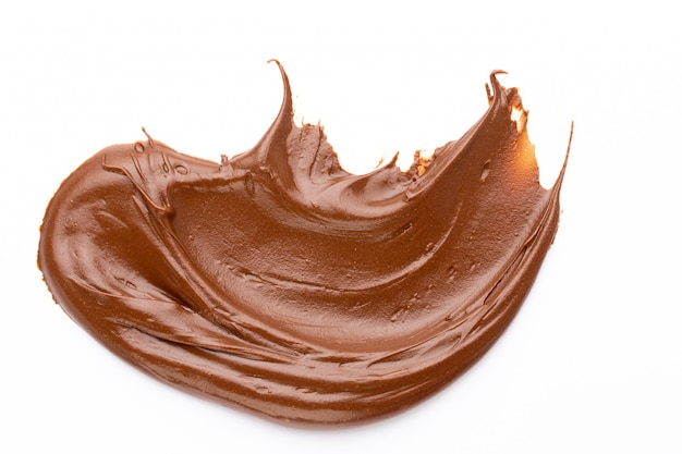 Krem czekoladowy na białym tle