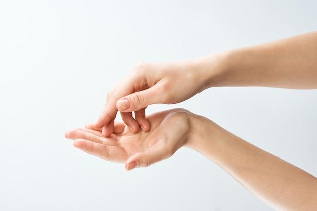 Krem do rąk damski pielęgnacja skóry nawilżająca dermatologia