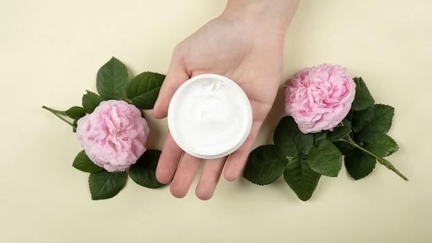 Krem pielęgnacyjny do rąk o zapachu róż