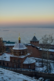 Kreml o zachodzie słońca. niżny nowogród