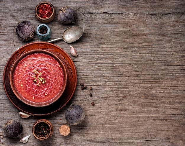 Kremowa zupa buraczana