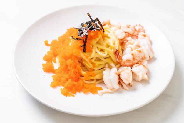 Kremowe spaghetti z krewetkami i jajkami krewetkowymi
