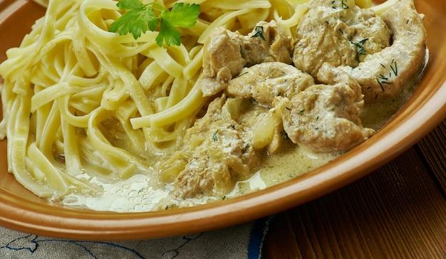Kremowy makaron cajun linguine, idealny rodzinny posiłek