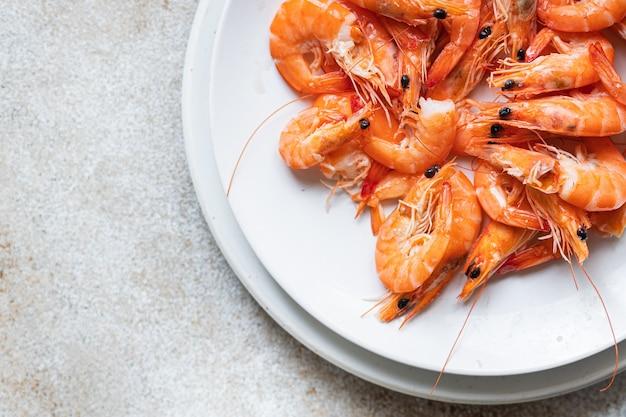 Krewetka przyprawa krewetka gotowa do spożycia z owoców morza trend posiłek pescetarian dietetyczna przekąska