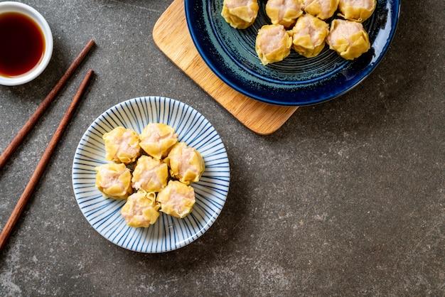 Krewetki chiński dumpling na parze