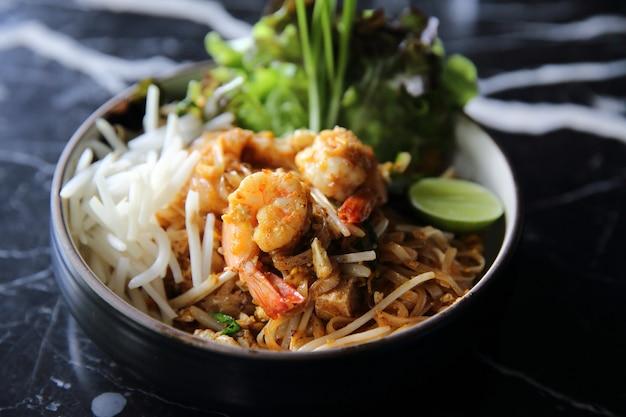 Krewetki pad thai makaron tajski?