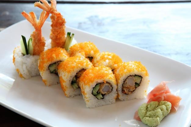 Krewetki tempura maki