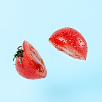 Krojony pomidor z efektem lewitacji