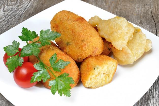 Krokiety ziemniaczane typowe neapolitańskie jedzenie