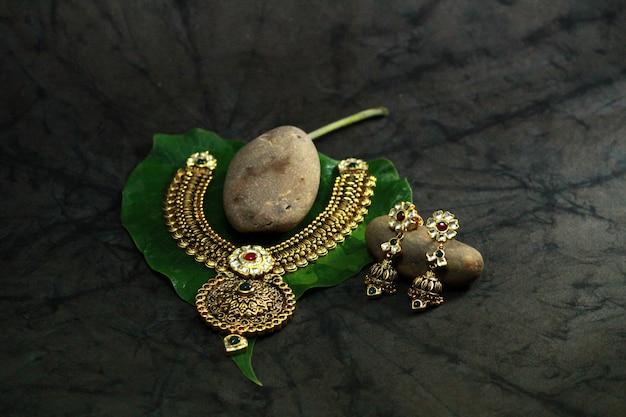 Królewska indyjska biżuteria