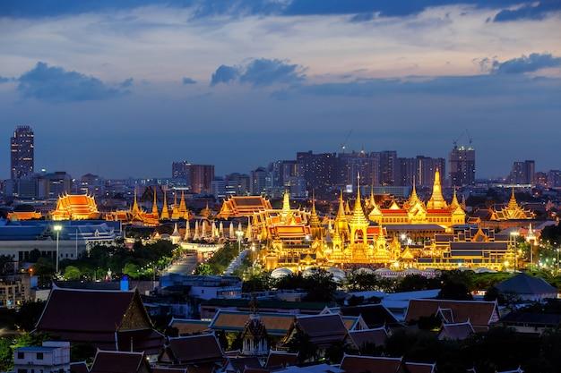 Królewski pogrzebowy stos króla bhumibola adulyadeja w sanam luang w bangkoku