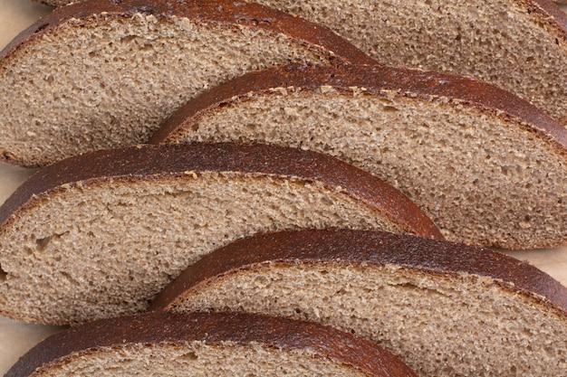 Kromki czarnego chleba na widok z bliska