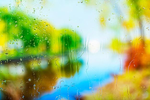 Krople deszczu w tle z bliska