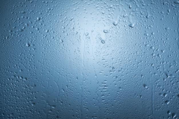 Krople wody na oknie. tło.