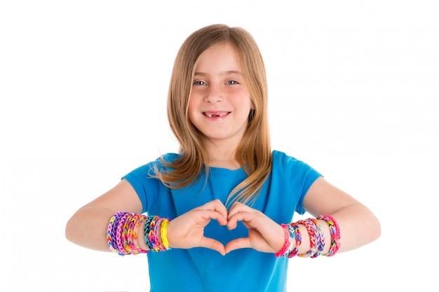 Krosna gumowych bransoletek blondynów dzieciaka dziewczyna