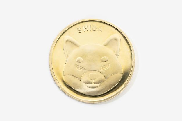 Kryptowaluta monety shiba na białym tle