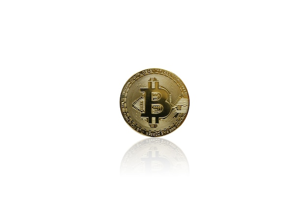 Kryptowaluta złota moneta bitcoin na izolować białe tło, elektroniczne wirtualne pieniądze dla bankowości internetowej i płatności w sieci międzynarodowej, waluta technologia biznes internet concept.