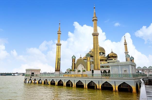 Kryształowy meczet w terengganu, malezja