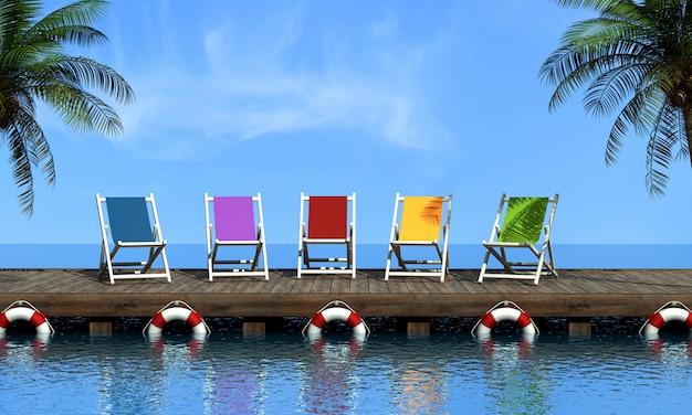 Krzesła z widokiem na morze. koncepcja letnich wakacji