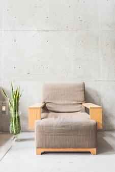 Krzesło luksusowe rocznika waza ścianie