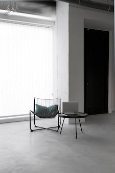 Krzesło w miejscu pracy z miejscem na kopię