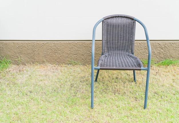 Krzesło z pustą ścianą