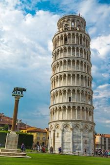 Krzywa wieża w pizie we włoszech