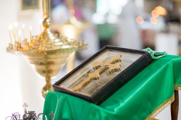 Krzyż na ikonie w cerkwi