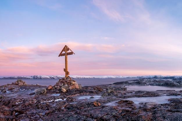 Krzyż na półwyspie kolskim, zimny świt w teriberce.