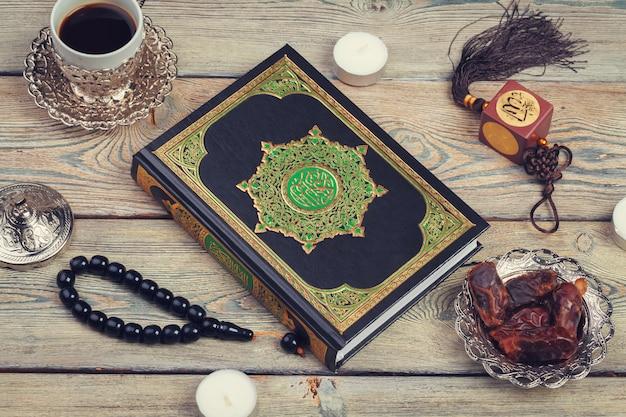 Książka koran z datami, kawą i tasbih