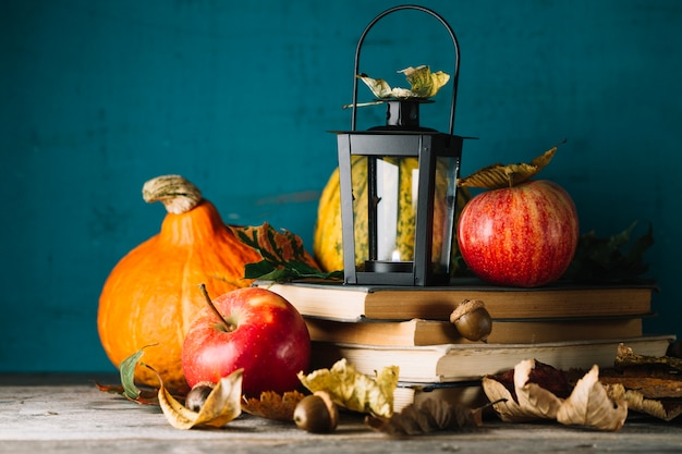 Książki i jesienny wystrój