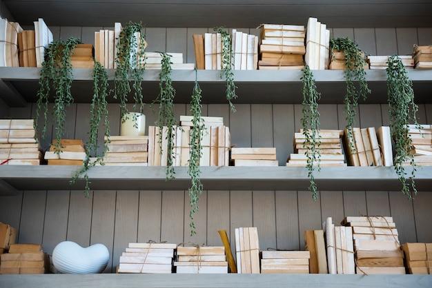 Książki na półce edukacja studium wiedzy