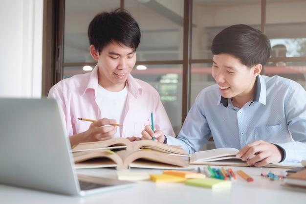 Książki tutor z przyjaciółmi