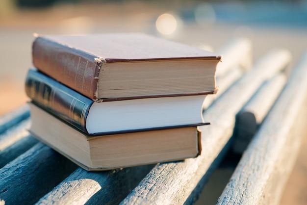 Książki w ogrodzie