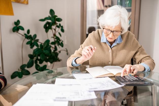 Księgowość starszych kobiet