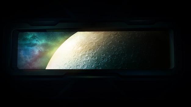 Księżyc jest widoczny z okna statku kosmicznego.