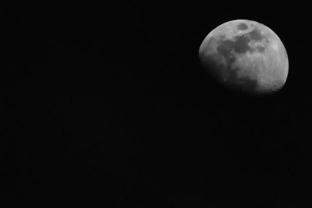 Księżyc na niebie