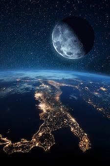 Księżyc satelitarny w pobliżu niebieskiej planety ziemi i nocnych miast ze światłami. obraz przestrzeni