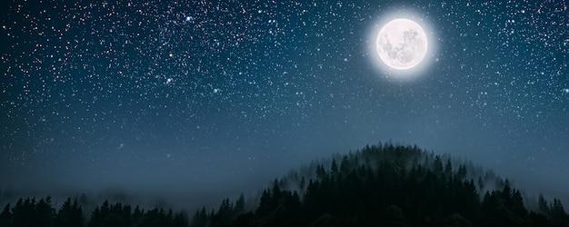 Księżyc świeci nad żłóbkiem bożego narodzenia jezusa chrystusa. elementy tego obrazu dostarczone przez nasa