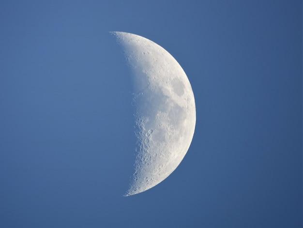 Księżyc w ciągu dnia