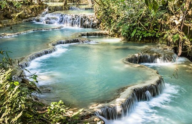 Kuang si falls - wodospady w luang prabang - laos pdr